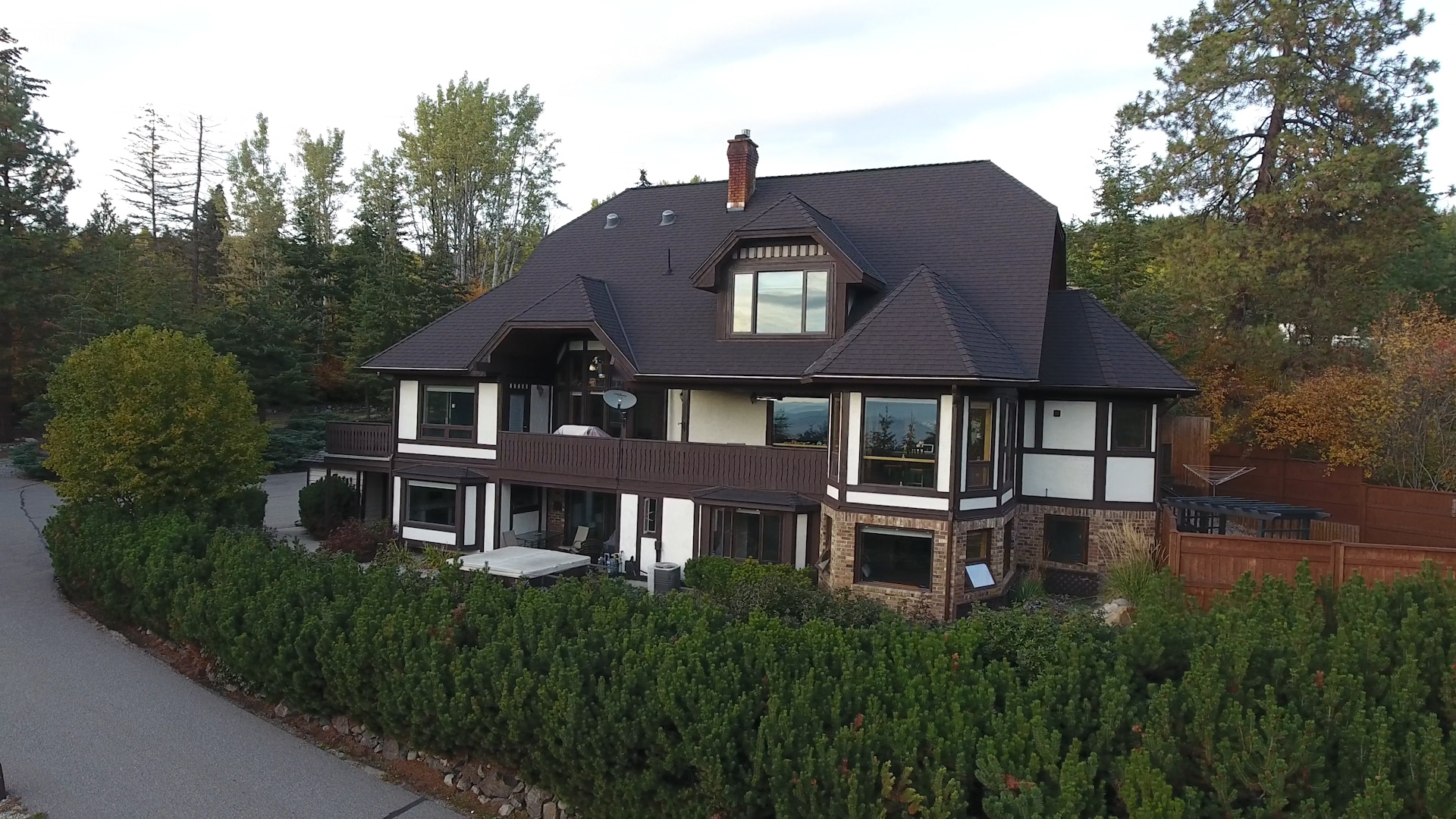 Castle on the Mountain - Bed & Breakfast and Cottage Accomodations Vernon BC