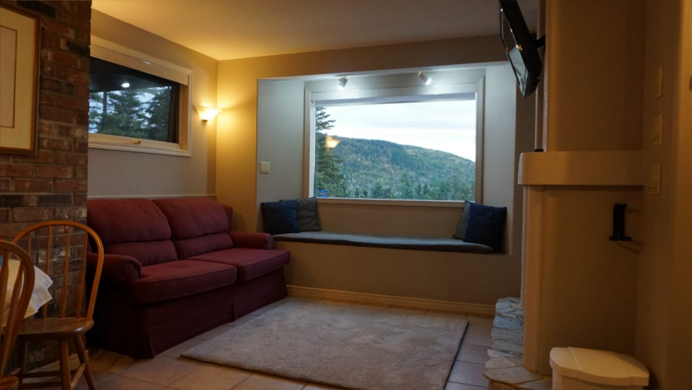 Castle on the Mountain - Bed & Breakfast and Cottage Accomodations Vernon BC - The Allure Apartment - Gallery 2